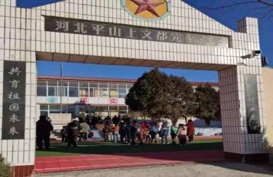 《国际庄名车联盟》2019公益行之爱心捐赠活动:走进上文都村完全小学